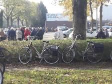 Grote drukte bij verstrekking griepprik: rij met honderd wachtenden in Velp