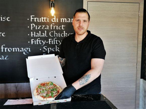 Angelo Dieryck van Pizzeria Lyaz uit Diksmuide biedt hulpverleners een gratis pizza, paste of burger aan.