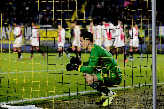 Nick Olij treurt na een doelpunt van Jong Ajax