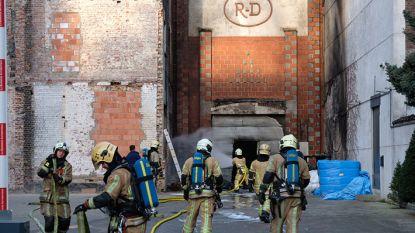 Parkingbrand in Anderlecht, man geboeid weggebracht