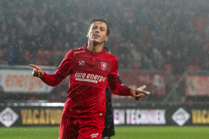 Javier Espinosa scoorde twee keer.