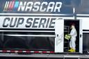 Op de Darlington Raceway in South Carolina wordt de laatste hand gelegd aan de start van de Nascar-race van vandaag.