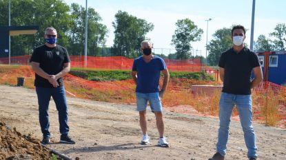 """Nieuwe Finse piste aan hockeyterrein krijgt verlichting, pleintje en toegangsweg worden vernieuwd: """"Project vormt zo ook meerwaarde voor buurt"""""""