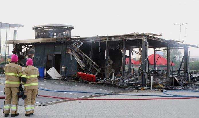 FEBO in Den Bosch volledig uitgebrand.