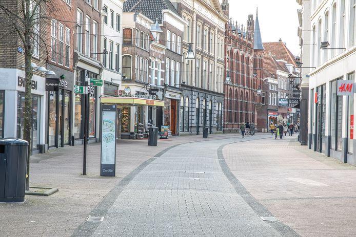 Lege winkelstraten in Zwolle. Was dat in 1957 en 1968 ook zo?