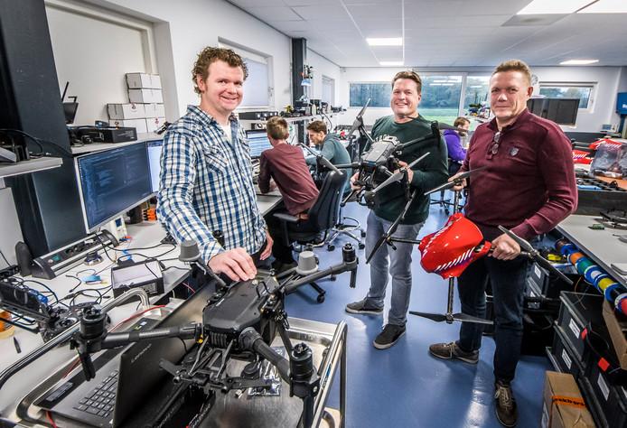 Vanaf links: de broers Sander,  Wouter en Roger Borre in de technische ruimte van het bedrijf aan de Suetersweg