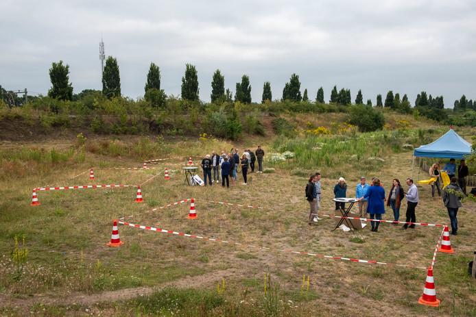 In juli werd op het terrein aan het Rappad informatie gegeven over het project van de off-grid tiny houses.