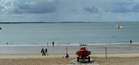 Zwemmers voor de kust van Vlissingen opgelet: olie op het water