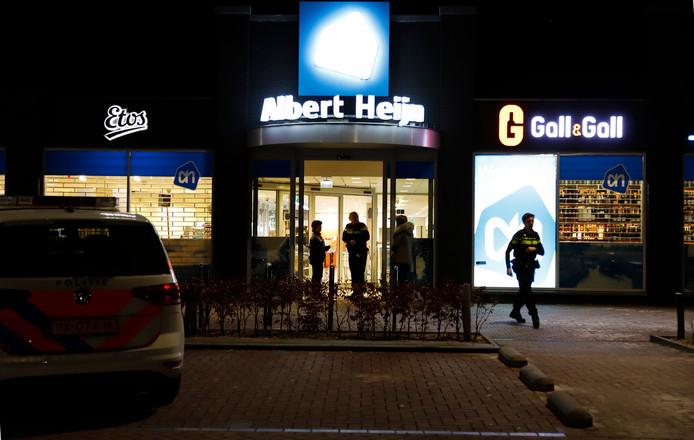De Albert Heijn in Mill is dinsdagavond kort voor sluitingstijd overvallen.