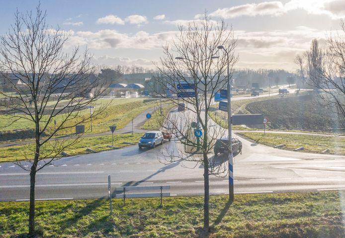 Deze kruising van de N666 (Bernhardweg-oost) en de Baarlandsezandweg  bij 's-Gravenpolder wordt vervangen door een rotonde.