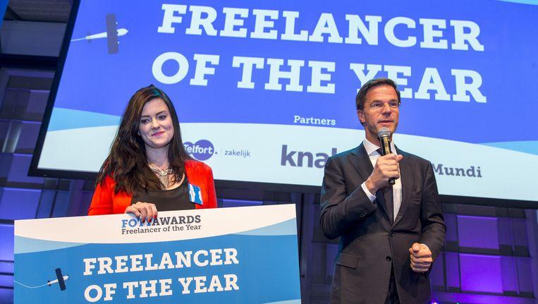 Carlijn Broring werd in 2015 met Foodless.nl uitgeroepen tot Freelancer of the Year. De prijs werd door minister-president Mark Rutte uitgereikt op de Dag van de zzp'er. 4 april 2015. Beeld anp