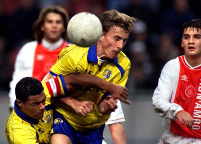 Tim Cornelisse en David Nascimento verdedigen fanantiek de 2-1 voorsprong van RKC in de Arena.