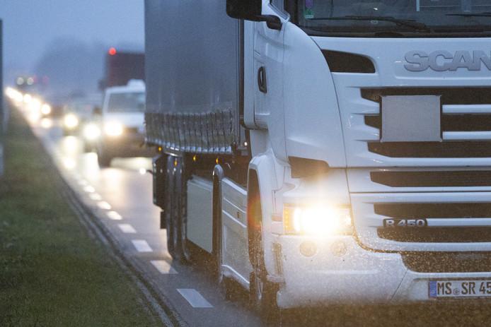 De dagelijkse file op de N35 bij Wierden.