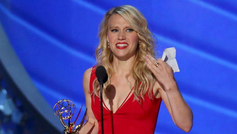 Kate McKinnon en haar Emmy voor Saturday Night Live. Beeld REUTERS