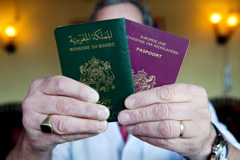 Een Marokkaans en een Nederlands paspoort. Beeld Ilvy Njiokoktjien/ANP