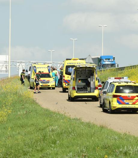 Wielrenners gewond bij ongeval op Lekbrug in Vianen
