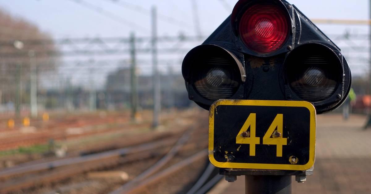 Geen treinverkeer tussen Breda en Tilburg na aanrijding op spoor.