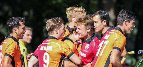 Hockeymannen Oranje-Rood kloppen Tilburg bij seizoensopening