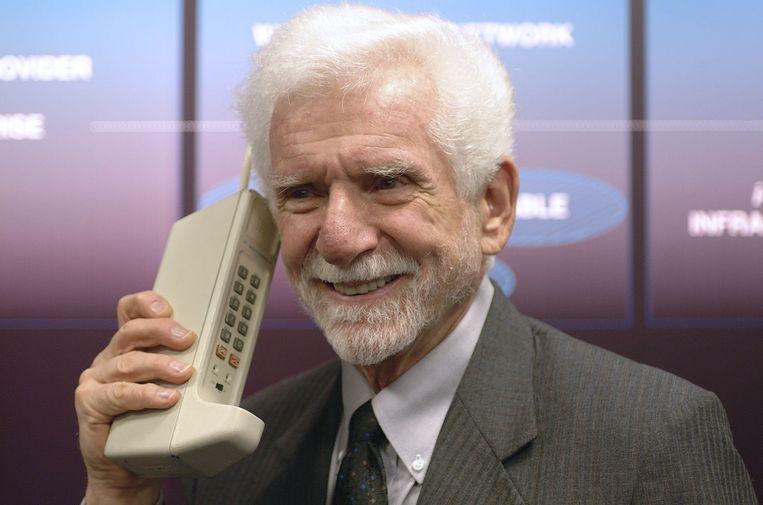 'Joel, ik bel je met een 'echte' mobiele telefoon. Een draagbare handheld telefoon.' Beeld EPA