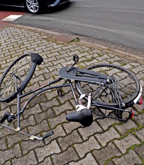Fietsster lichtgewond bij aanrijding op rotonde in Geldrop