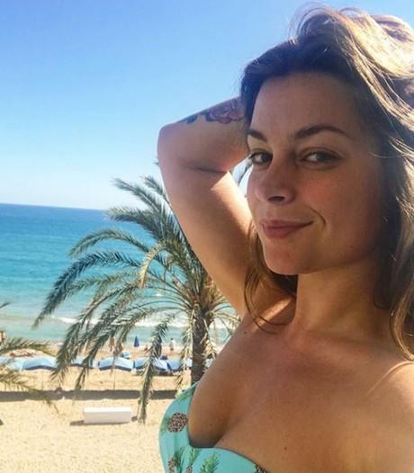 Slaperige Miljuschka showt bikinilijf, 'boef' Roxeanne krijgt compliment