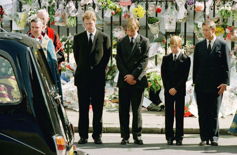 1997:  prins Philip, earl Spencer, Harry, William, Charles Beeld AP