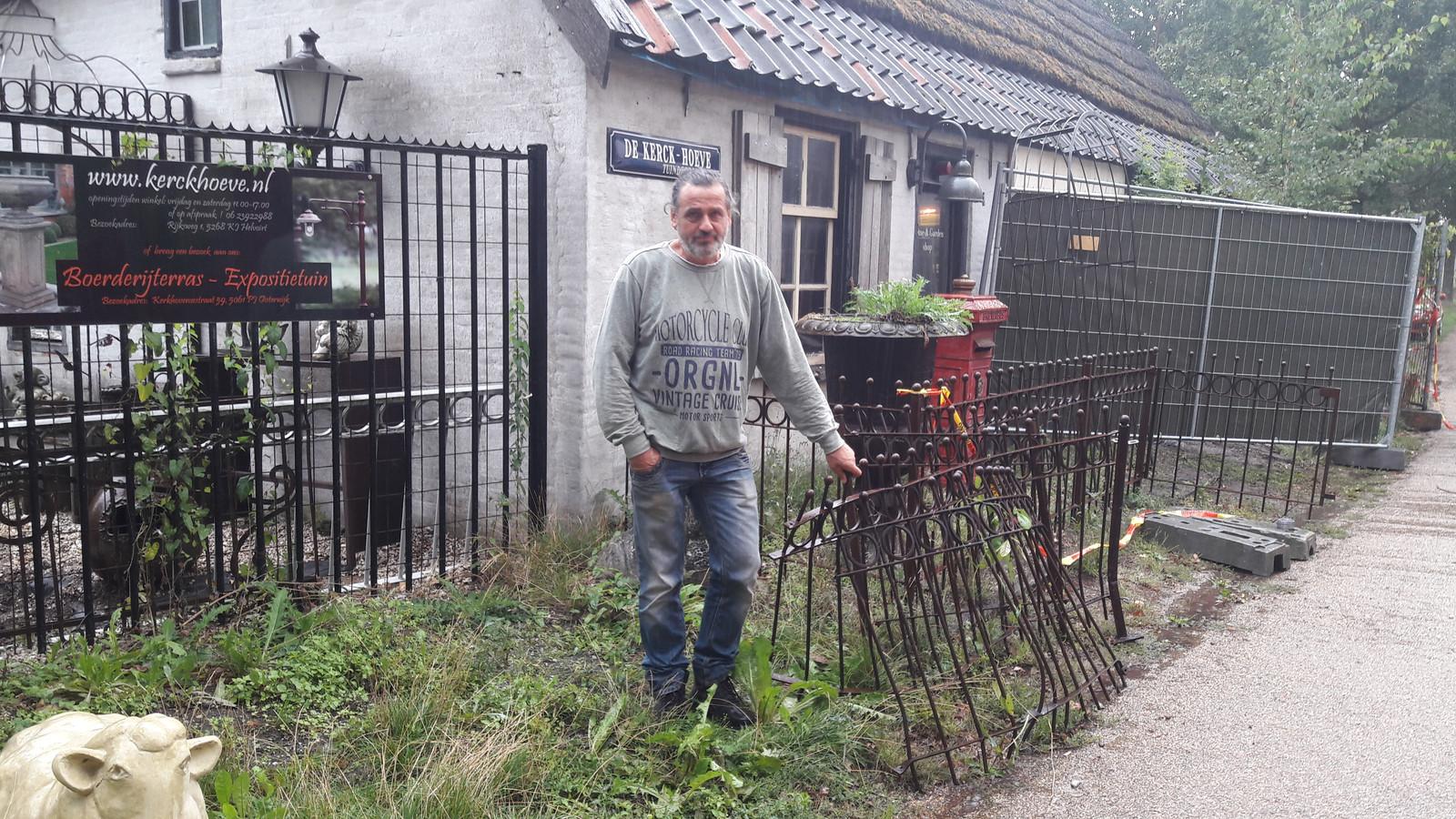 Ger Vugts van Kerckhoeve voor het pand in Helvoirt waar binnen werd gereden.