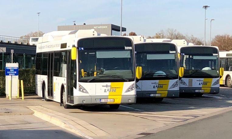 De drie elektrische bussen staan al twee jaar stil in Brugge.