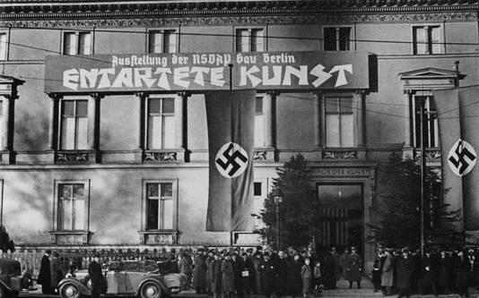 """Exposition sur l'""""art dégénéré"""" à Berlin en 1938."""