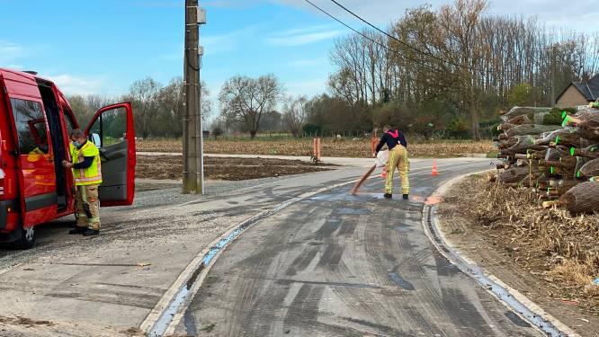 Kerstboomleverancier verliest hydraulische olie in Krevelhoek