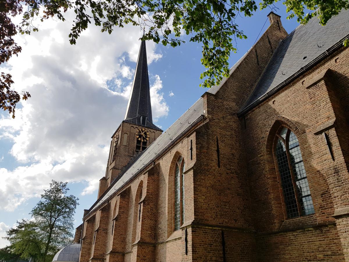 De klok van de Laurentiuskerk in Mijnsheerenland maakt te veel geluid, maar zal 's nachts gewoon weer klinken. © Gemeente Hoeksche Waard