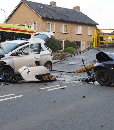 Ravage na frontale botsing in Twello; verkeer vanaf A1 muurvast