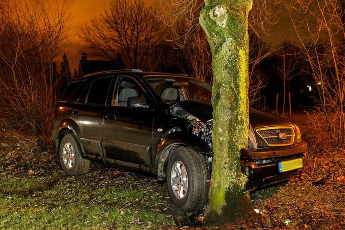 De auto raakte flink beschadigd bij het ongeval in Made.