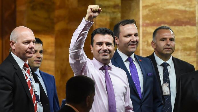 Zoran Zaev (c), le nouveau Premier ministre de la Macédoine.