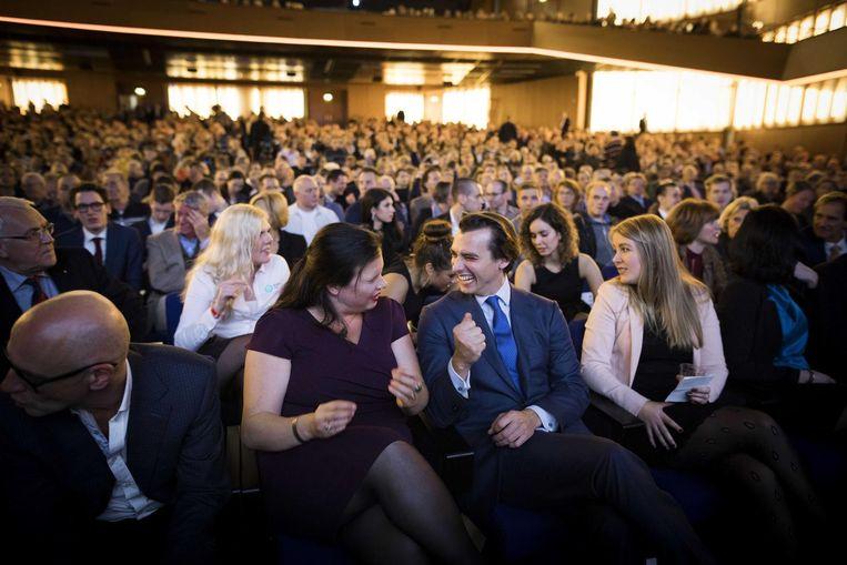 Fractievoorzitter Thierry Baudet tijdens het partijcongres van Forum voor Democratie in de RAI. Links naast Baudet zit Annabel Nanninga, lijsttrekker in Amsterdam. Beeld ANP