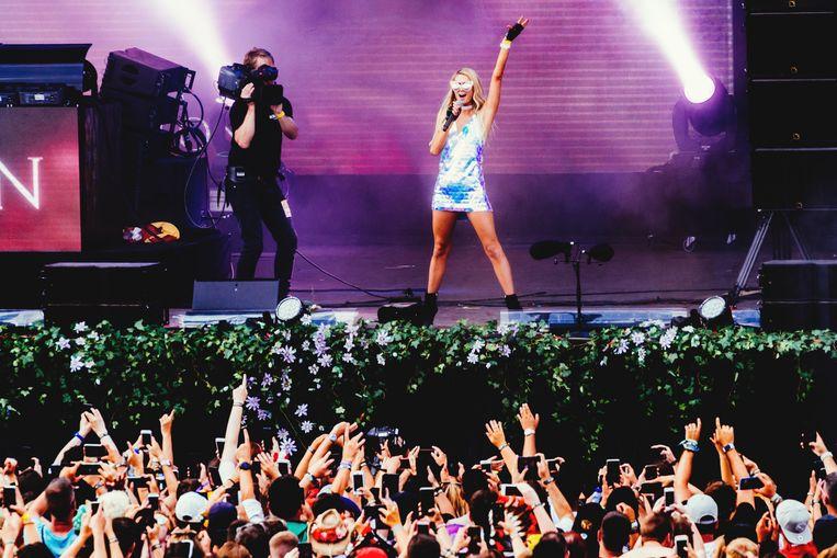 One night in Boom: Paris Hilton zou beter wat meer achter de draaitafel staan ★★☆☆☆