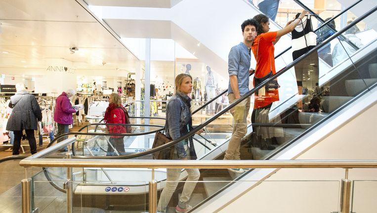 De V&D in Leiden. Het bedrijf wil de salarissen met 5,8 procent verlagen. Beeld Taco van der Eb