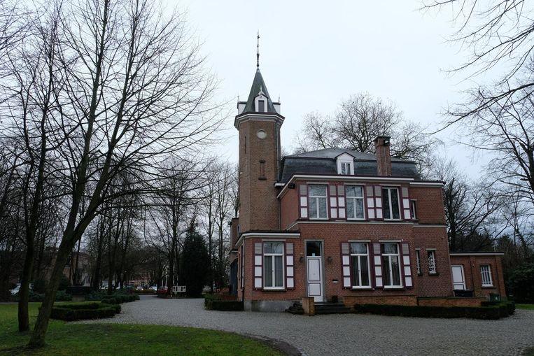 Het gemeentehuis in het Gemeentepark wordt gemoderniseerd zonder dat het gebouw zijn charme en eigenheid verliest.