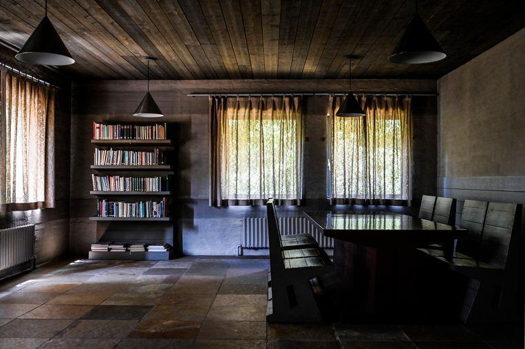 De bibliotheek en leeszaal.