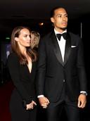 Virgil van Dijk met zijn vriendin Rike Nooitgedagt bij de PFA Awards in Grosvenor House Hotel in Londen.
