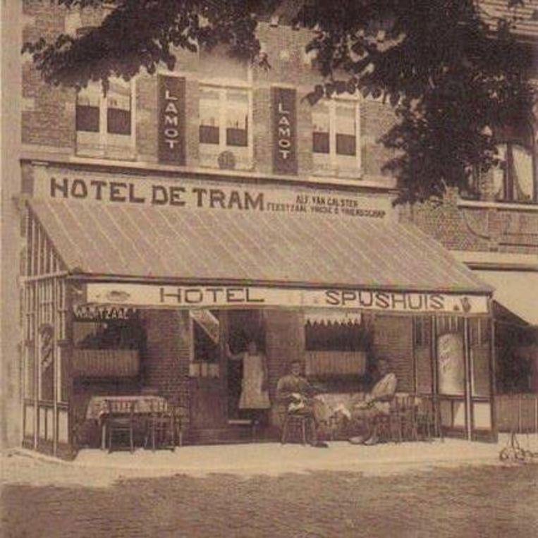 Hotel-restaurant De Tram zo'n honderd jaar geleden.