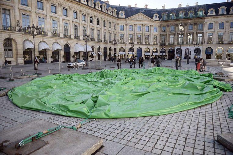 De leeggelopen sculptuur in Parijs. Beeld afp
