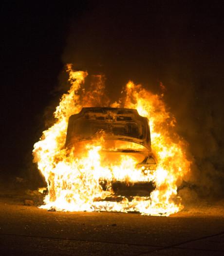 Weer een nachtelijke autobrand in Leiden