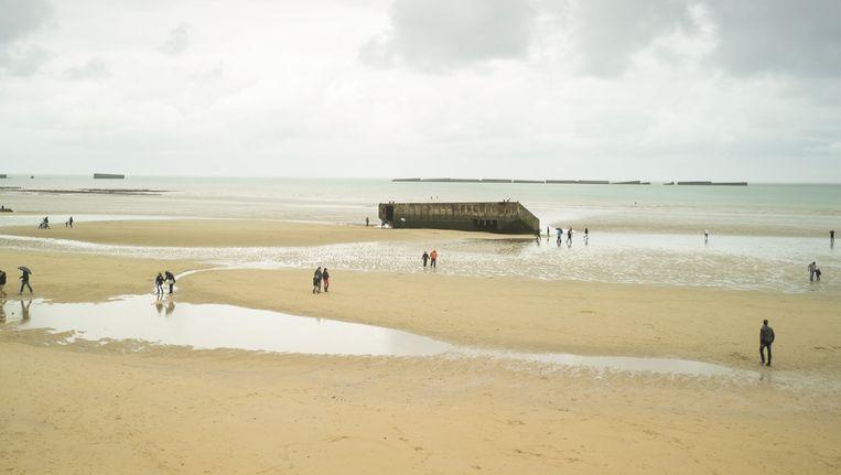 Gold Beach bij Arromanches-sur-Mer. Beeld Donald  Weber