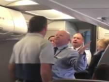 American Airlines schorst steward na aanvaring met huilende moeder