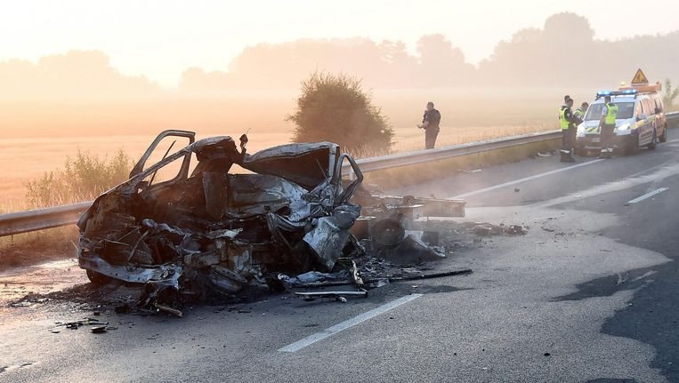 De ravage na het ongeluk bij Calais was enorm. Beeld epa