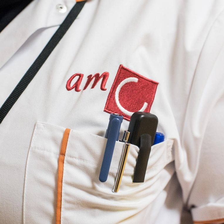 De witte jas van het AMC Beeld Simon Lenskens