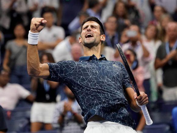 Novak Djokovic staat voor de achtste keer in de finale van de US Open. Daar treft hij de Argentijn Juan Martín del Potro, die zijn halve finale van de Spanjaard Rafael Nadal won nadat die na twee sets opgaf vanwege een knieblessure.