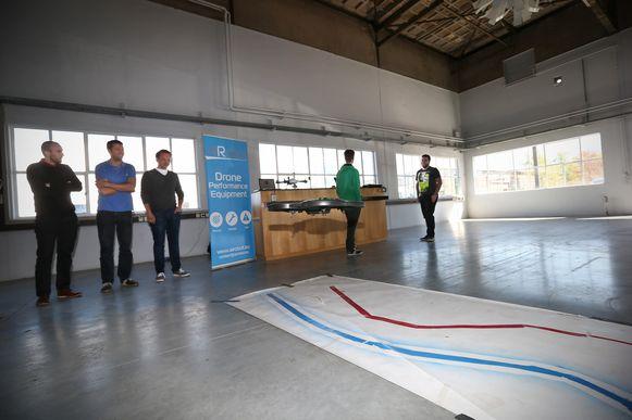 De studenten informatica testten een parcours voor drones uit.