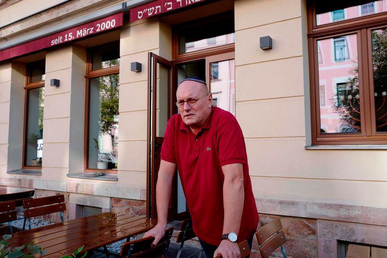 Uwe Dziuballa voor zijn restaurant in Chemnitz.